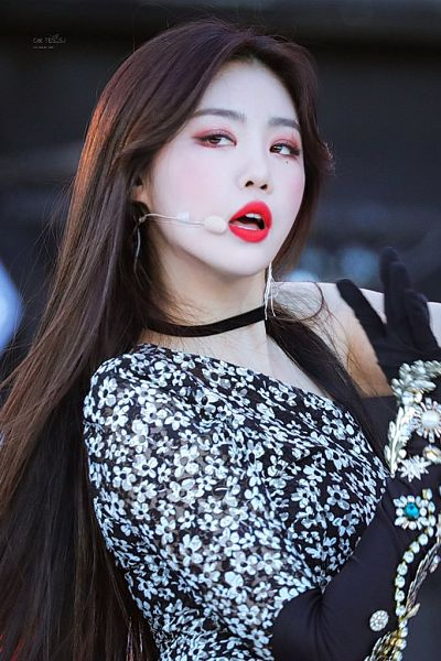 Tags: K-Pop, (G)-I-DLE, Seo Soojin, Microphone, Floral Dress, Glove, Dancing, Black Outfit, Singing, Black Dress, Red Lips, Looking Away