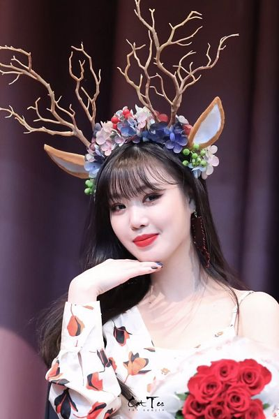 Tags: K-Pop, (G)-I-DLE, Seo Soojin, Rose (flower), Floral Dress, White Dress, Nail Polish, Looking Away, Flower Crown, Chin In Hand, Horns, Crown