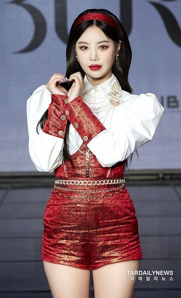 Tags: K-Pop, (G)-I-DLE, Seo Soojin, 1