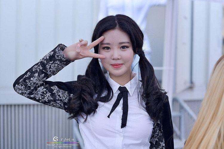 Tags: K-Pop, VIVIDIVA, Seo Soojin, Twin Tails, Tie, V Gesture
