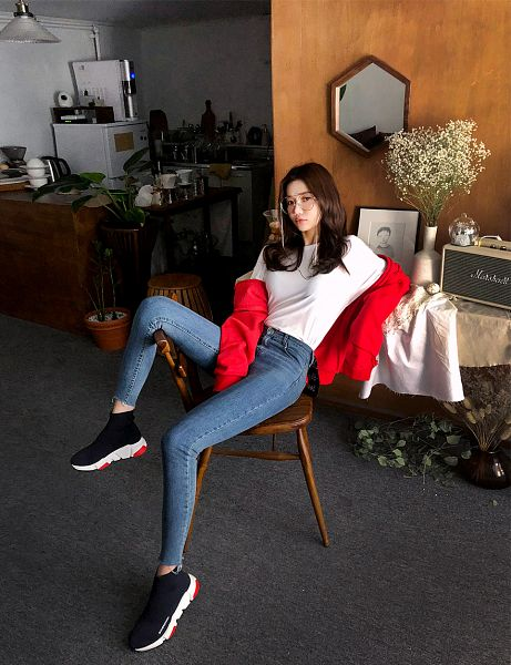 Tags: Fashion, Seo Sung-kyung, Red Jacket, Glasses, Blue Pants, Sitting On Chair, Sneakers, Shoes, Red Outerwear, Hood, Jeans, Leaning Back