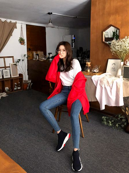 Tags: Fashion, Seo Sung-kyung, Red Outerwear, Hood, Jeans, Covering Mouth, Hoodie, Chair, Red Jacket, Glasses, Blue Pants, Sitting On Chair