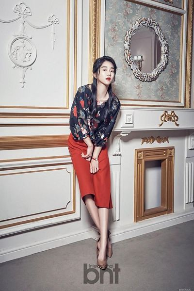 Tags: K-Drama, Seo Ye-ji, Mirror, Glass, Magazine Scan, Android/iPhone Wallpaper, International Bnt