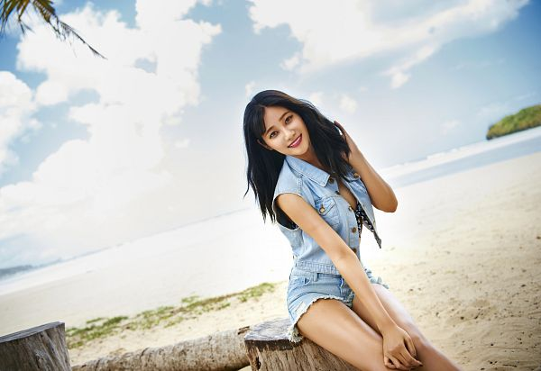 Tags: K-Pop, AOA (Ace Of Angels), Good Luck (Song), Seo Yuna, Shorts, Denim Shorts, Outdoors, Jeans, Denim Jacket, Bare Legs, Hand In Hair, Sitting On Fence