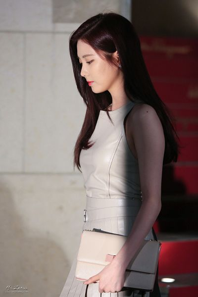 Tags: Girls' Generation, Seohyun, Red Lips, Eyes Closed, Brown Outfit, Brown Dress, L'Icona, Salvatore Ferragamo