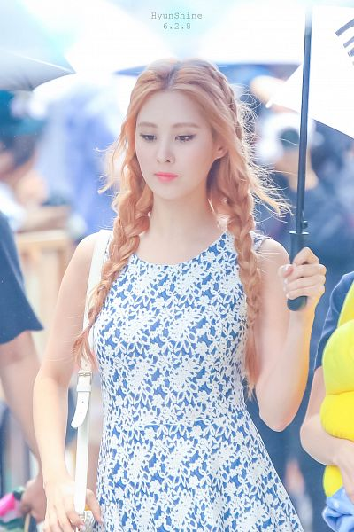 Tags: K-Pop, Girls' Generation, Seohyun, Braids, Red Hair, Bag, Umbrella, Floral Print, Floral Dress, Android/iPhone Wallpaper
