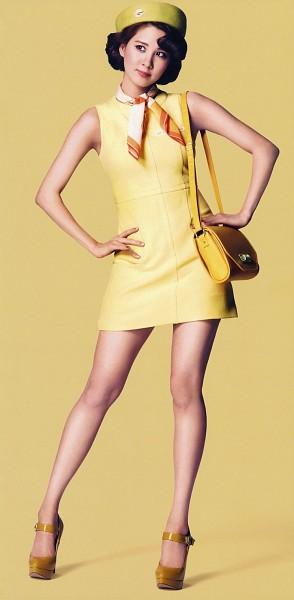 Tags: K-Pop, Girls' Generation, Seohyun, Bare Legs, Hat, White Neckwear, Sleeveless, Sleeveless Dress, Yellow Background, Yellow Headwear, Bag, Full Body