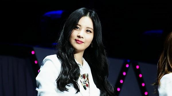 Tags: K-Pop, Girls' Generation, Seohyun, Dark Background, Looking Ahead, White Jacket, Necklace, Wallpaper, HD Wallpaper