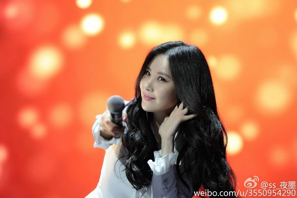 Tags: K-Pop, Girls' Generation, Seohyun, Hold Out Hand, Wavy Hair, White Outerwear, Orange Background, Looking Ahead, Hand In Hair, White Jacket, Wallpaper