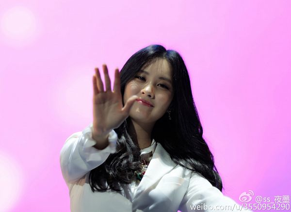 Tags: K-Pop, Girls' Generation, Seohyun, Necklace, From Below, Pink Background, White Jacket, Hold Out Hand, Wave, Looking Down, Wallpaper