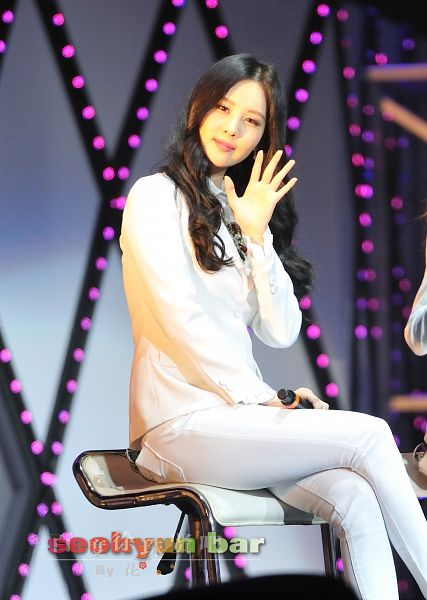 Tags: K-Pop, Girls' Generation, Seohyun, White Outfit, White Jacket, Sitting On Chair, White Pants, Hand On Leg, Wavy Hair, Wave, Crossed Legs, Seohyun Bar