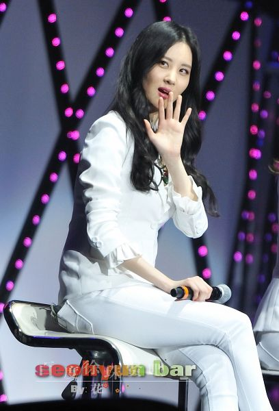 Tags: K-Pop, Girls' Generation, Seohyun, Gray Background, Wavy Hair, Crossed Legs, Wave, White Jacket, Sitting On Chair, Chair, White Pants, Looking Away