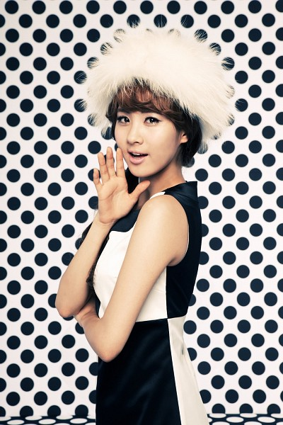 Tags: K-Pop, Girls' Generation, HOOT, Seohyun, White Headwear, Wave, White Outfit, White Background, Spotted Background, Crossed Arms, Black Dress, Checkered Dress