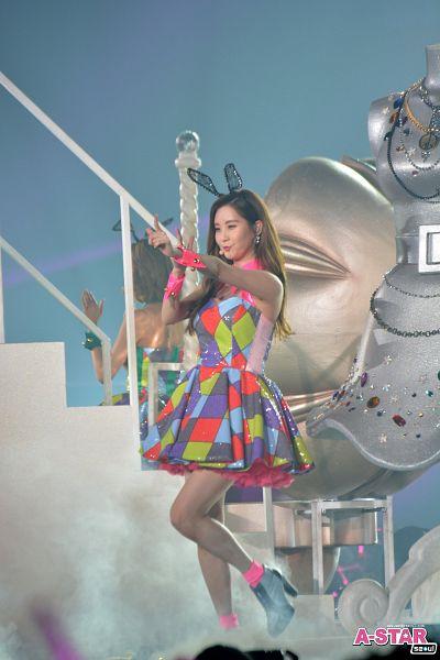 Tags: K-Pop, Girls' Generation, Seohyun, Silver Footwear, Animal Ears, Leg Up, Checkered Dress, V Gesture, Checkered, Standing On One Leg, Black Headwear, Looking Ahead