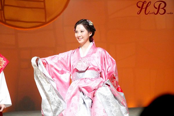 Tags: K-Drama, Girls' Generation, Seohyun, Traditional Clothes, Hanbok, Hair Up, Pink Outfit, Hair Ornament, Pink Dress, Brown Background, Moon Embracing the Sun, Heartbreakn