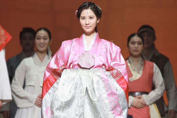 Tags: K-Drama, Girls' Generation, Seohyun, Pink Dress, Hair Ornament, Traditional Clothes, Hanbok, Hair Up, Pink Outfit, Wallpaper, Moon Embracing the Sun