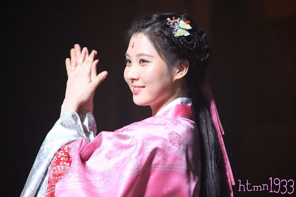 Tags: K-Drama, Girls' Generation, Seohyun, Dark Background, Hanbok, Hair Ornament, Pink Outfit, Side View, Traditional Clothes, Pink Dress, Clapping, Black Background