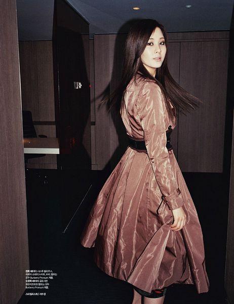 Tags: SM Town, K-Pop, Girls' Generation, Seohyun, Korean Text, Belt, Holding Skirt, Skirt, Brown Outerwear, Magazine Scan, Harper's Bazaar, Android/iPhone Wallpaper