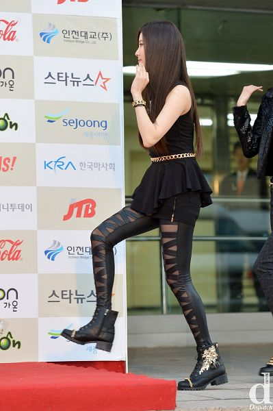 Tags: K-Pop, Girls' Generation, Seohyun, High Heels, Walking, Checkered Background, White Background, Black Shorts, Bracelet, Black Outfit, Side View, Looking Ahead
