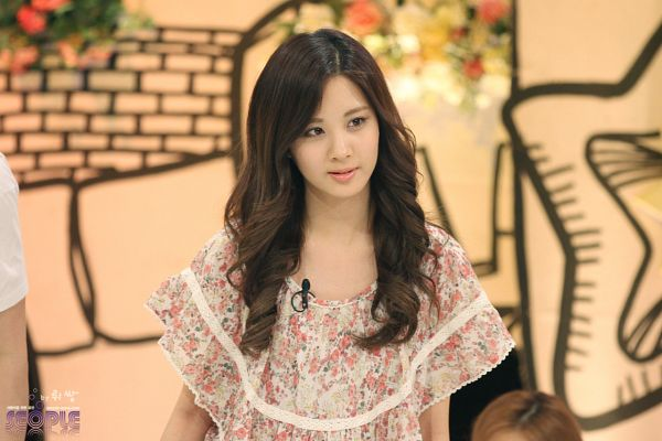 Tags: SM Town, K-Pop, Girls' Generation, Seohyun, Floral Shirt, Looking Away, Floral Print, Brown Background, Seople