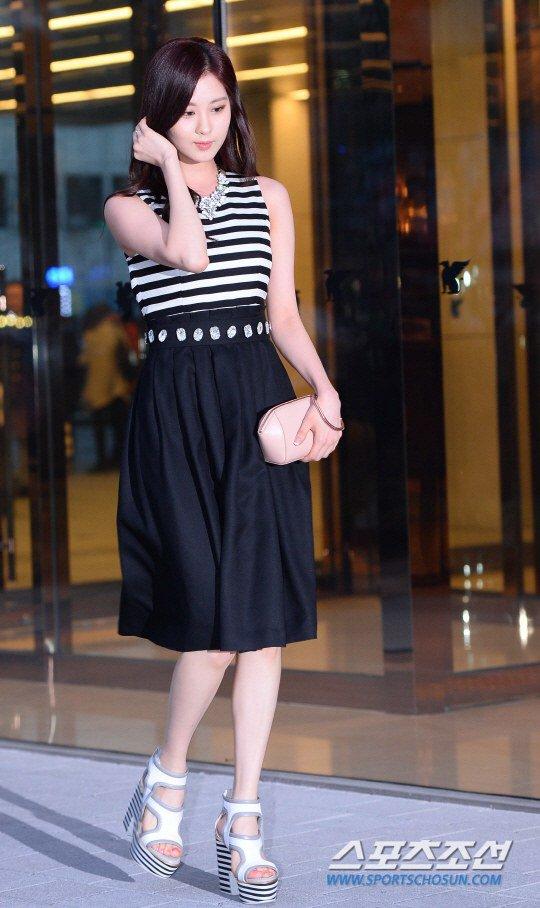 Tags: Girls' Generation, Seohyun, White Footwear, Striped Shirt, High Heels, Walking, Skirt, Black Skirt, Hand In Hair, Suecomma Bonnie