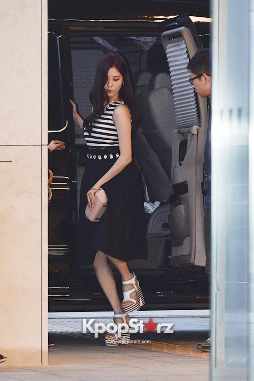 Tags: Girls' Generation, Seohyun, High Heels, Striped Shirt, Skirt, Walking, Black Skirt, Car, White Footwear, Suecomma Bonnie