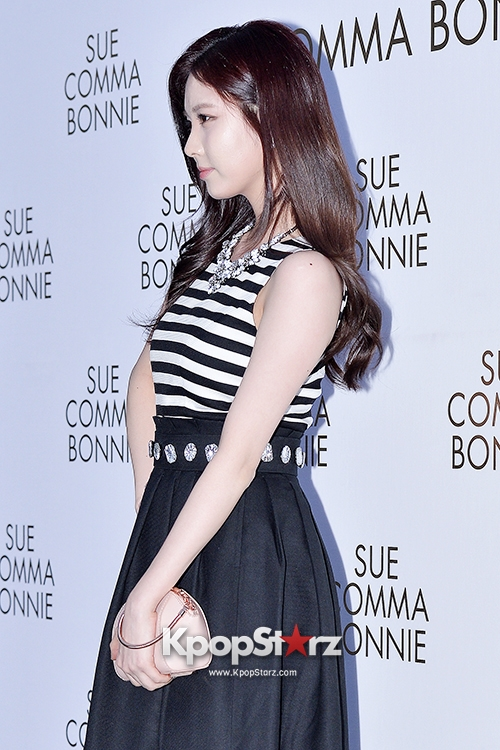 Tags: SM Town, K-Pop, Girls' Generation, Seohyun, Black Skirt, Side View, Skirt, Striped Shirt, Suecomma Bonnie