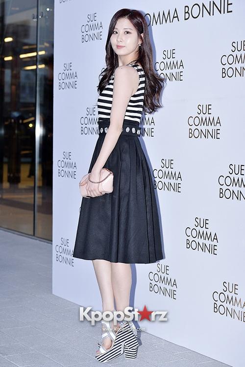 Tags: SM Town, K-Pop, Girls' Generation, Seohyun, Black Skirt, White Footwear, High Heels, Skirt, Striped Shirt, Suecomma Bonnie