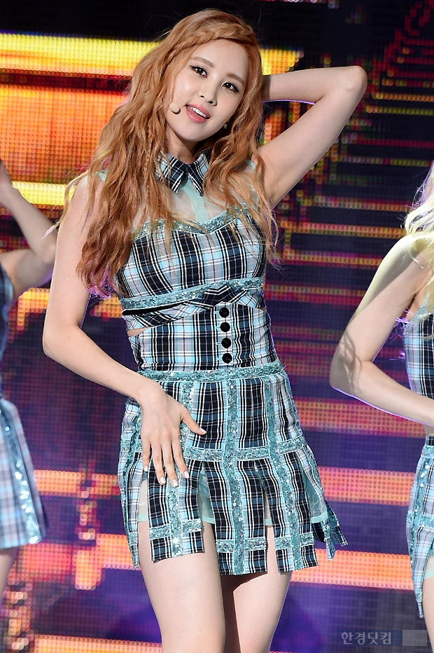 Tags: K-Pop, Girls' Generation, Seohyun, Hand On Leg, Blue Outfit, Striped Dress, Hand In Hair, Blue Dress, Comeback Showcase