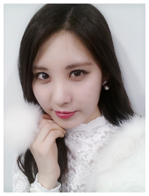 Tags: SM Town, K-Pop, Girls' Generation, Seohyun, Gray Background, White Border, Chin In Hand, Selca