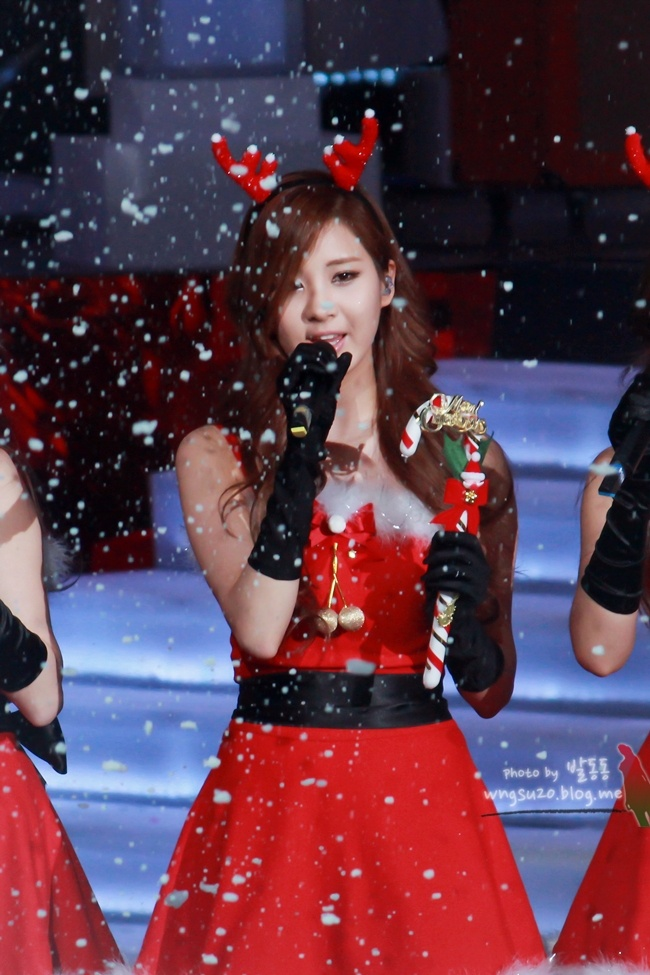Tags: SM Town, K-Pop, Girls' Generation, Seohyun, Christmas Outfit, Black Gloves, Red Headwear, Animal Ears, Cosplay, Christmas, Snow, Sleeveless Dress