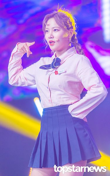 Tags: K-Pop, Berry Good, Seoyul, Braids, Black Skirt, Pink Shirt, Twin Braids, Skirt, Topstarnews, Android/iPhone Wallpaper