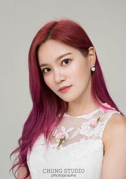 Tags: K-Pop, Berry Good, Seoyul, Black Eyes, Red Hair, Free Travel