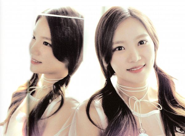 Tags: K-Pop, Berry Good, Seoyul, Mirror, Twin Tails, Glass, Reflection, Very Berry, Wallpaper, Self Scanned, Scan