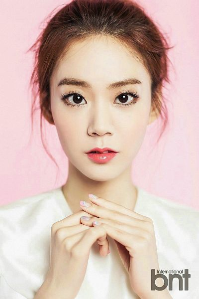 Tags: K-Pop, KARA, Seungyeon Han, White Outfit, White Dress, Pink Background, Android/iPhone Wallpaper