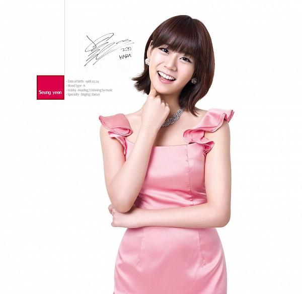 Tags: K-Pop, KARA, Seungyeon Han, Necklace, Sleeveless Dress, Light Background, Signature, Pink Dress, Pink Outfit, White Background, Text: Calendar Date, Medium Hair