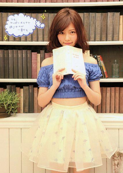 Tags: J-Pop, AKB48, Shimazaki Haruka, Japanese Text, Medium Hair, White Skirt, Skirt, Bare Shoulders, Pleated Skirt, Blue Shirt, Book, Midriff