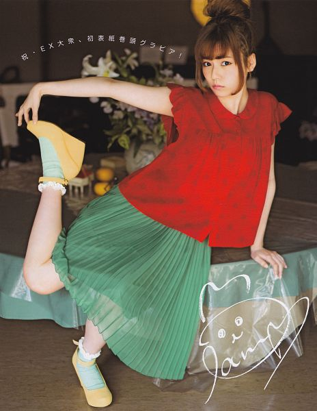 Tags: J-Pop, AKB48, Shimazaki Haruka, Single Bun, Hair Up, Pleated Skirt, Red Shirt, Medium Hair, Standing On One Leg, Short Sleeves, Leg Up, Socks
