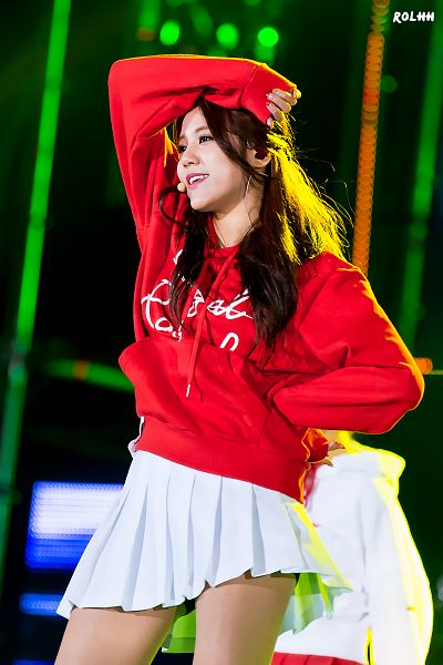 Tags: K-Pop, AOA (Ace Of Angels), Shin Hyejeong, White Skirt, Red Shirt, Pleated Skirt, Hand On Hip, Android/iPhone Wallpaper