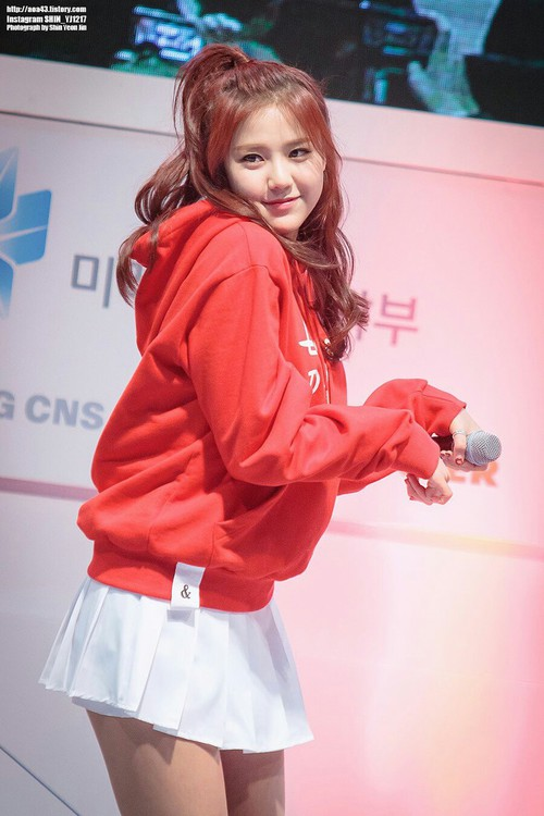 Tags: K-Pop, AOA Cream, AOA (Ace Of Angels), Shin Hyejeong, Hair Up, White Skirt, Looking Away, Red Shirt, Red Hair, Skirt, Dancing, Hoodie