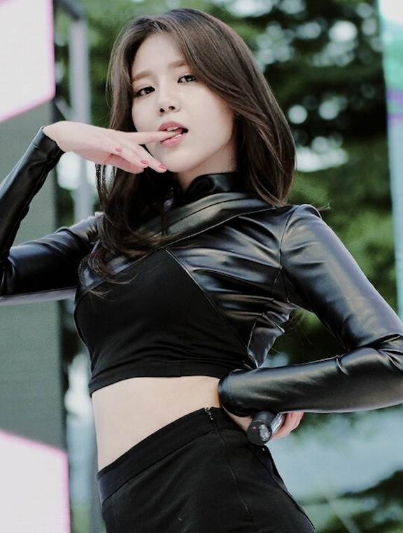Tags: K-Pop, AOA (Ace Of Angels), AOA Cream, Shin Hyejeong, Sexy Pose, Black Shorts, Shorts, Biting Finger, Looking Ahead, Suggestive, Looking Down, Dancing