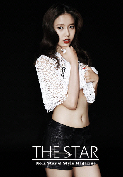 Tags: K-Pop, AOA (Ace Of Angels), Shin Hyejeong, Lingerie, Red Lips, Bra, Black Background, Text: Magazine Name, Navel, Midriff, The Star