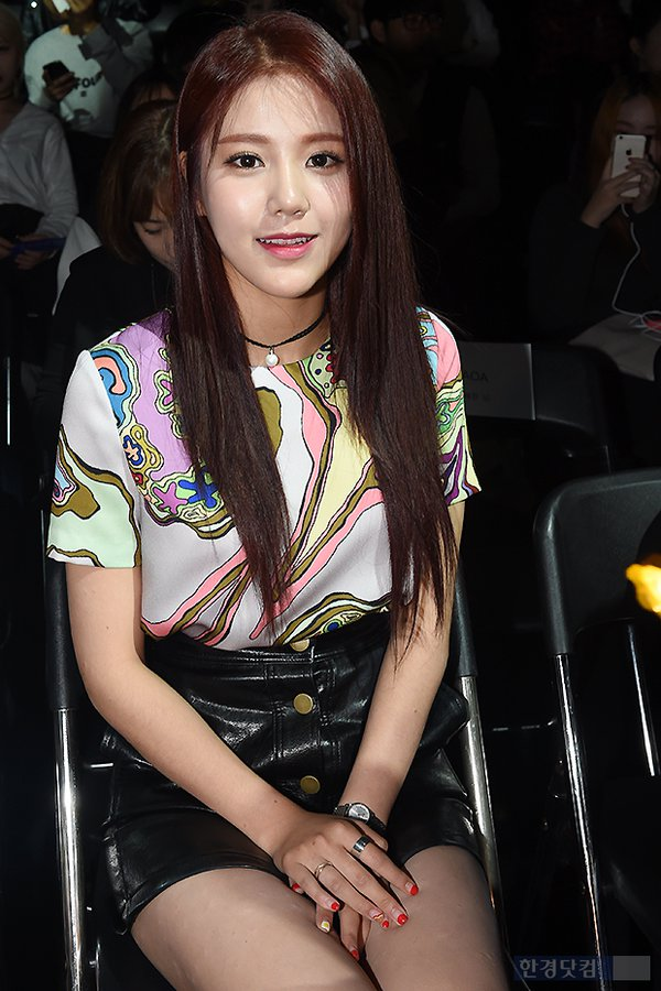 Tags: K-Pop, AOA (Ace Of Angels), Shin Hyejeong, Necklace, Watch, Leather Skirt, Skirt, Nail Polish, Black Skirt, Chair, Korean Text, Ring