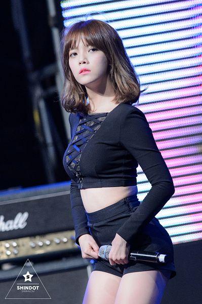 Tags: K-Pop, AOA (Ace Of Angels), Shin Jimin, Bare Legs, Midriff, Looking Away, Shorts, Black Shorts, Android/iPhone Wallpaper, Shindot