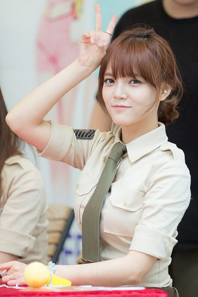 Tags: K-Pop, AOA (Ace Of Angels), Shin Jimin, Ring, V Gesture, Brown Shirt, Tie, Green Neckwear, Matching Outfit