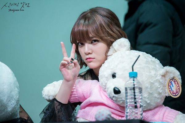 Tags: K-Pop, AOA (Ace Of Angels), Shin Jimin, V Gesture, Cute, Stuffed Animal, Toy, Wallpaper