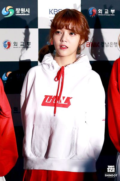 Tags: K-Pop, AOA (Ace Of Angels), Shin Jimin, Checkered, Hoodie, Checkered Background, Medium Hair, Android/iPhone Wallpaper