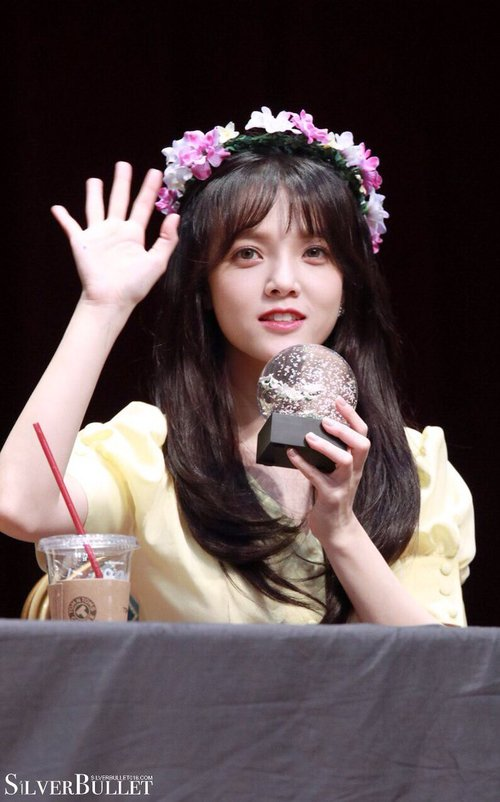 Tags: K-Pop, AOA (Ace Of Angels), Shin Jimin, Wave, Crown, Flower Crown, Flower, Hair Ornament, Yellow Shirt, Fansigning Event