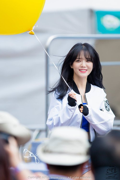 Tags: K-Pop, AOA (Ace Of Angels), Shin Jimin, White Outfit, Balloons, Looking Away, White Jacket, Blue Shirt
