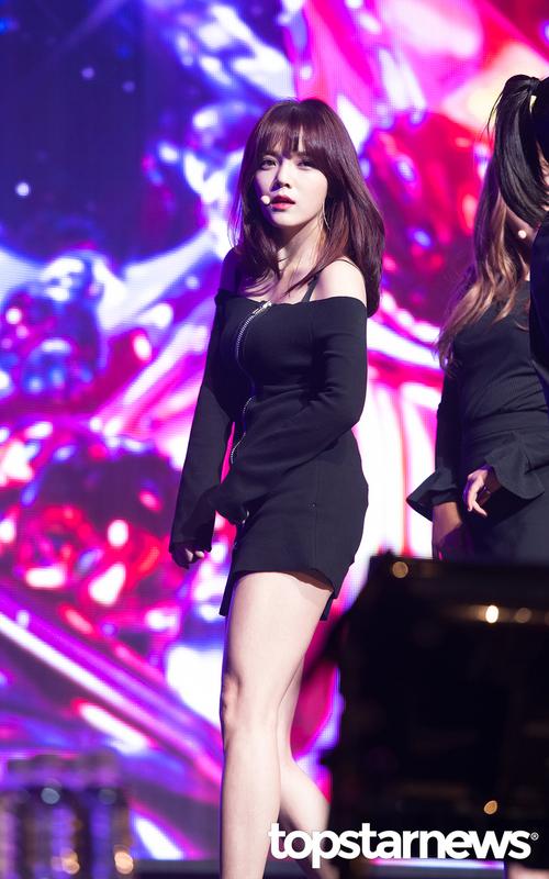 Tags: K-Pop, AOA (Ace Of Angels), Shin Jimin, Black Dress, Looking Away, Black Eyes, Microphone, Dress, Dancing, Black Outfit